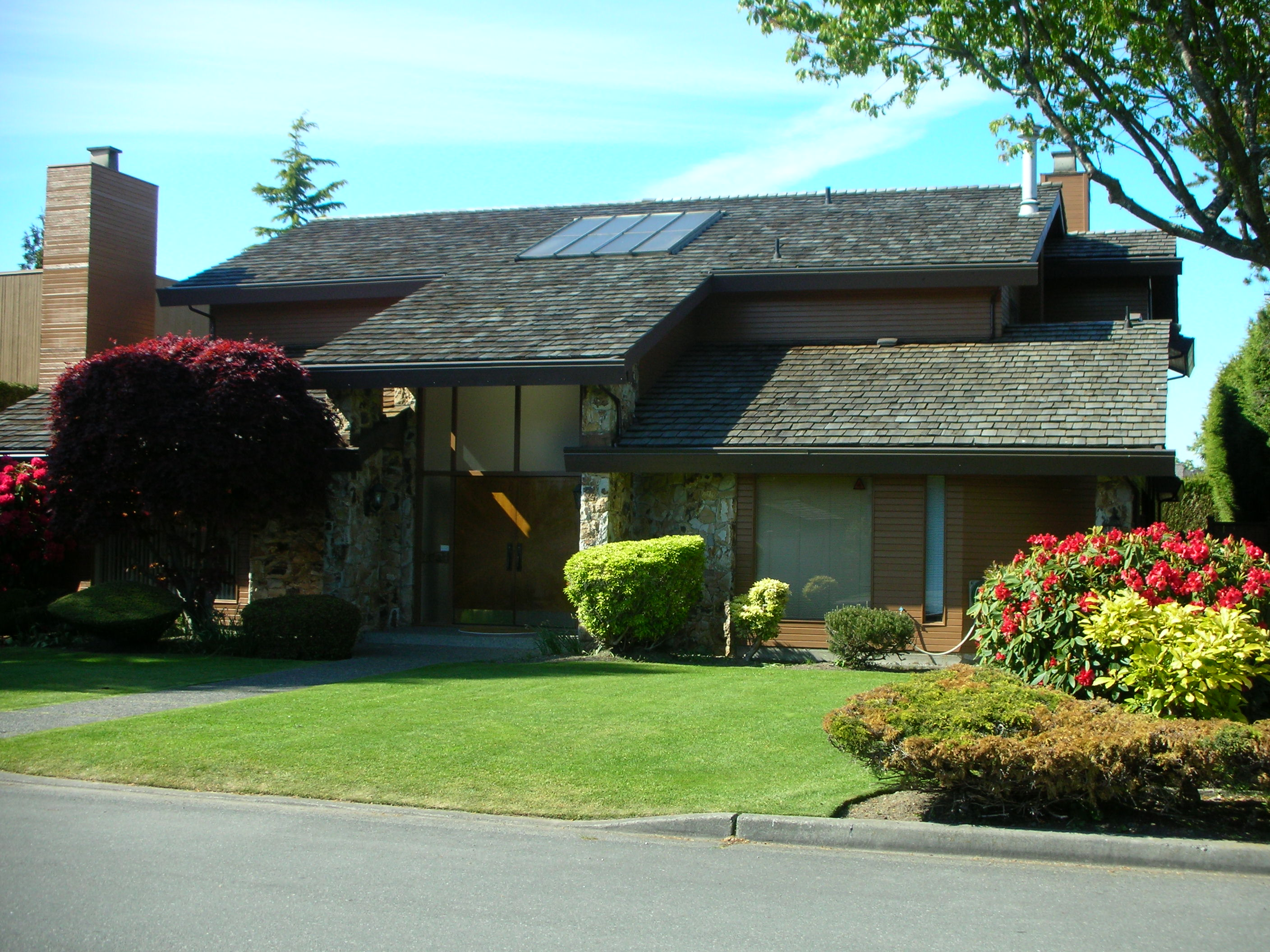 Description Contemporary home in Richmond, BC.JPG