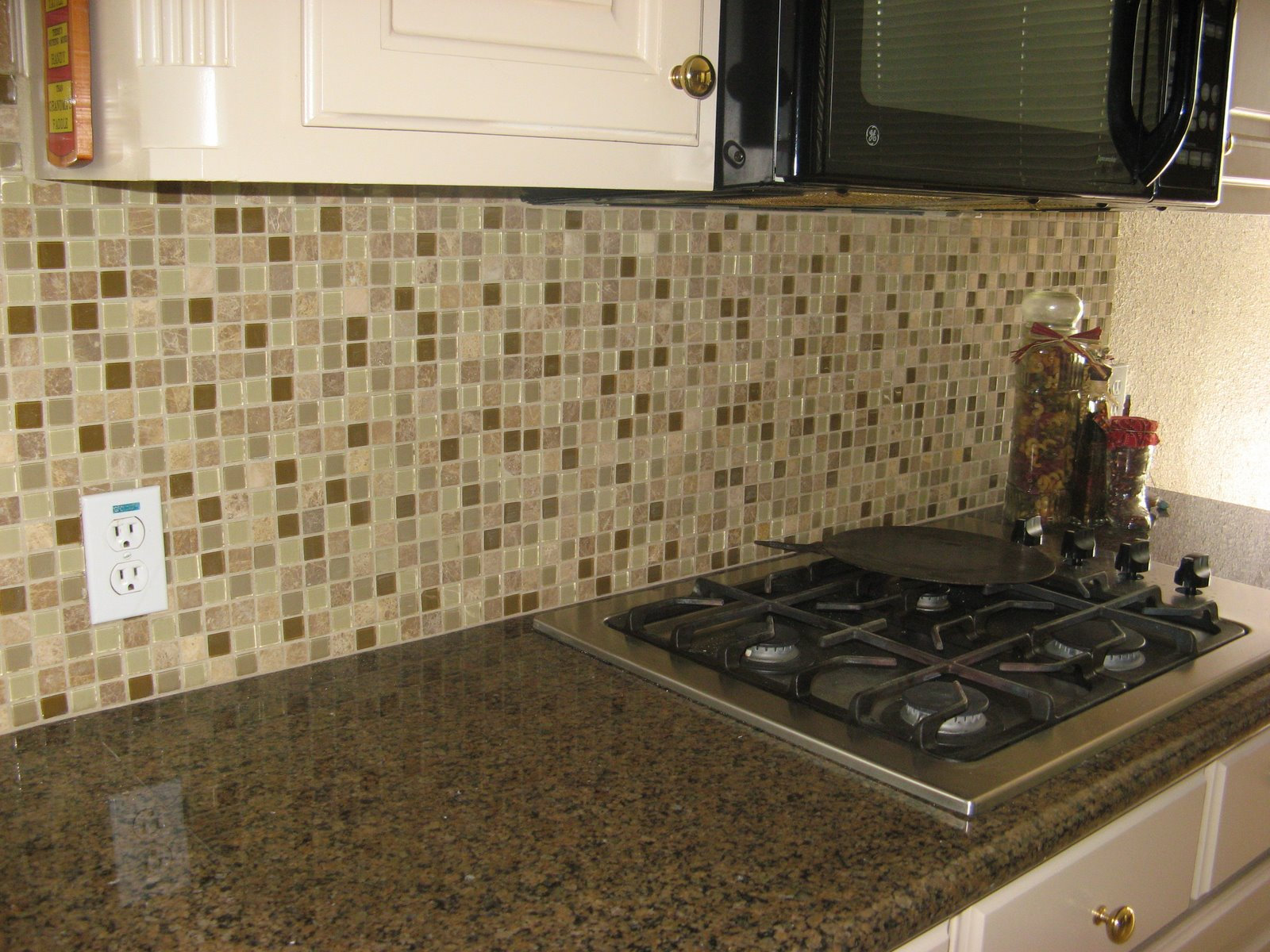 Tile backsplash design ideas joy studio design gallery photo for Kitchen backsplash design gallery