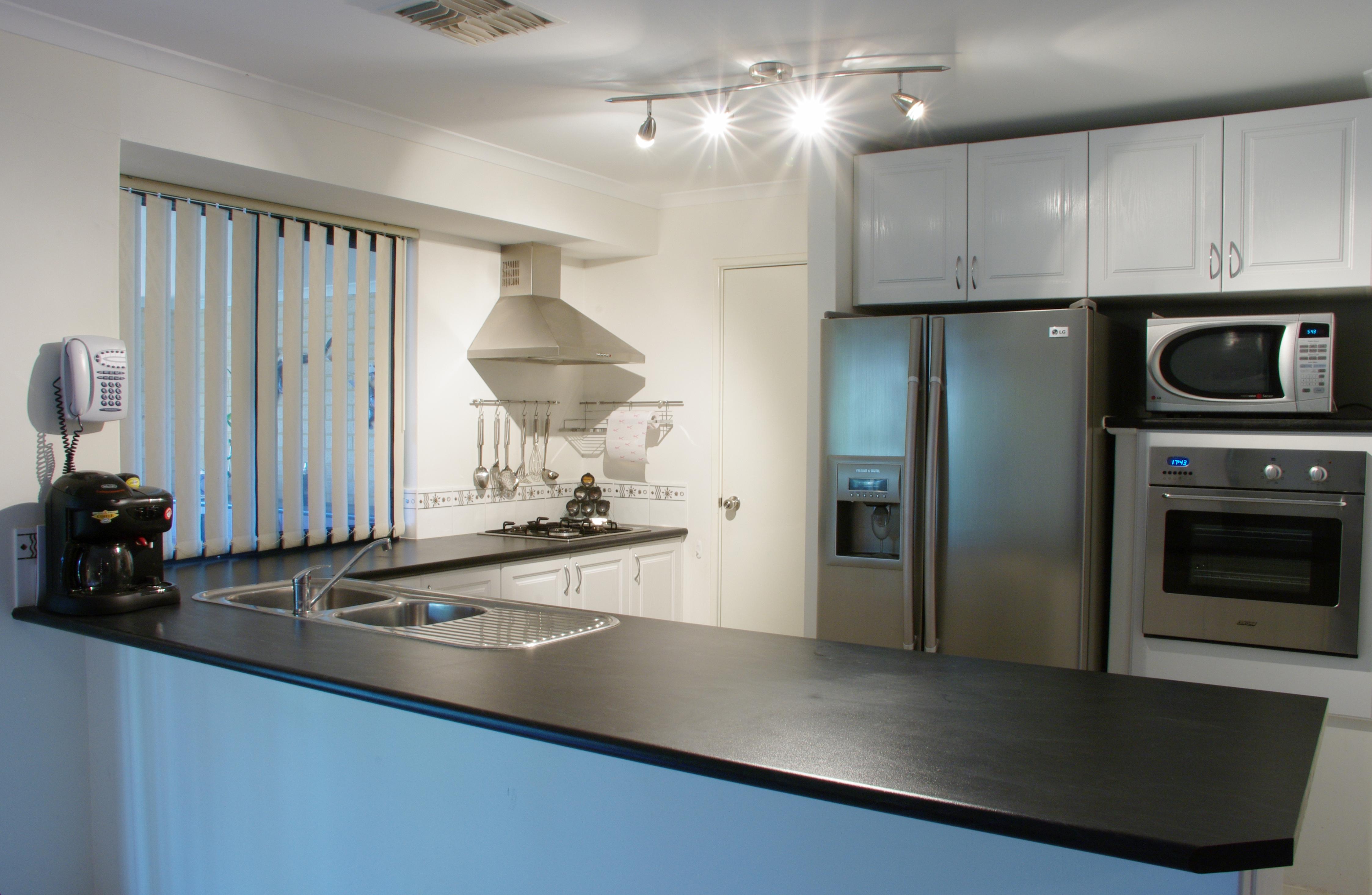 Description Modern kitchen gnangarra.JPG