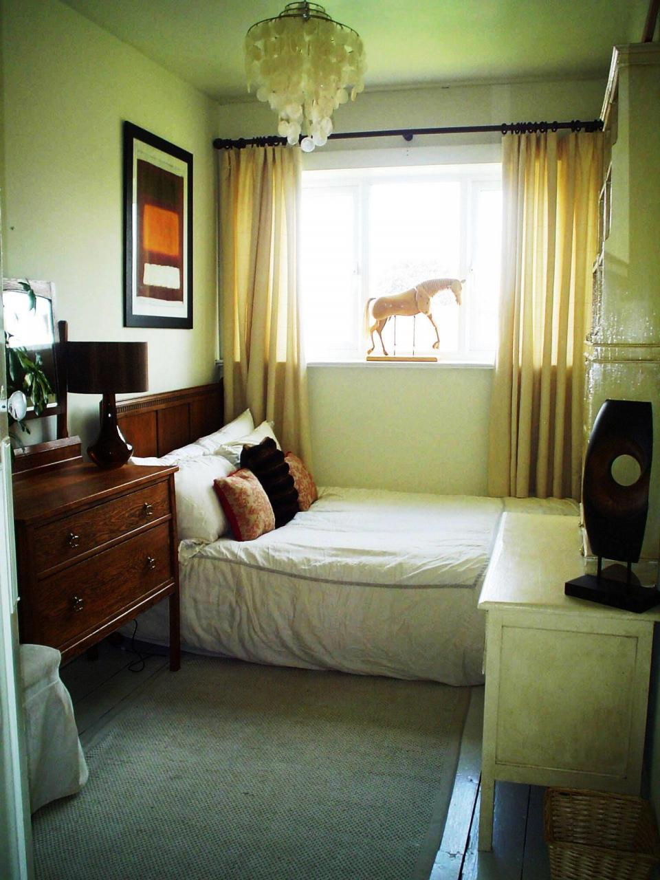 Small bedroom decorating ideas 3 home interior design ideas Small ...